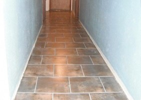 Custom Re-tiling of a Hallway